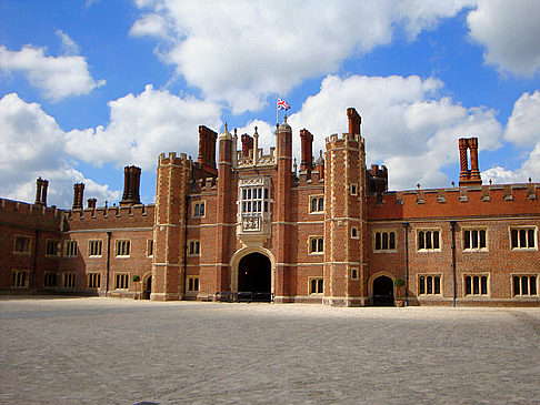 Hampton Court Palace - England (London)